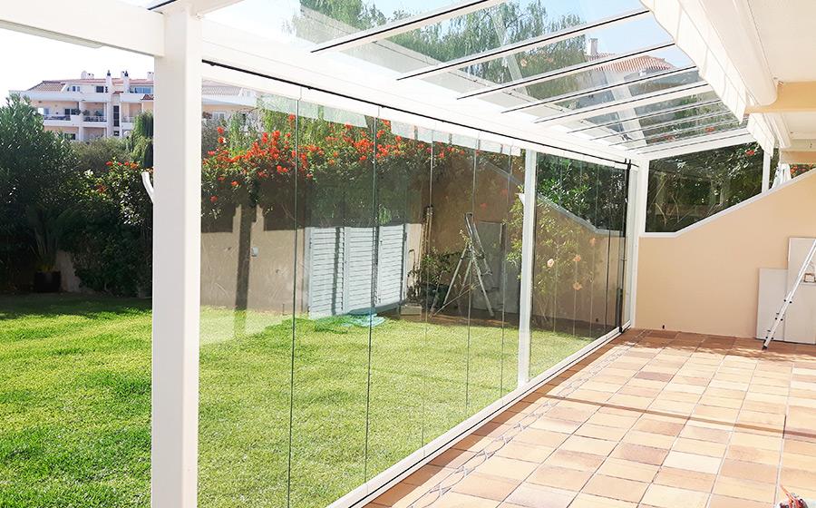 Acessórios e tipos de abertura das cortinas de vidro