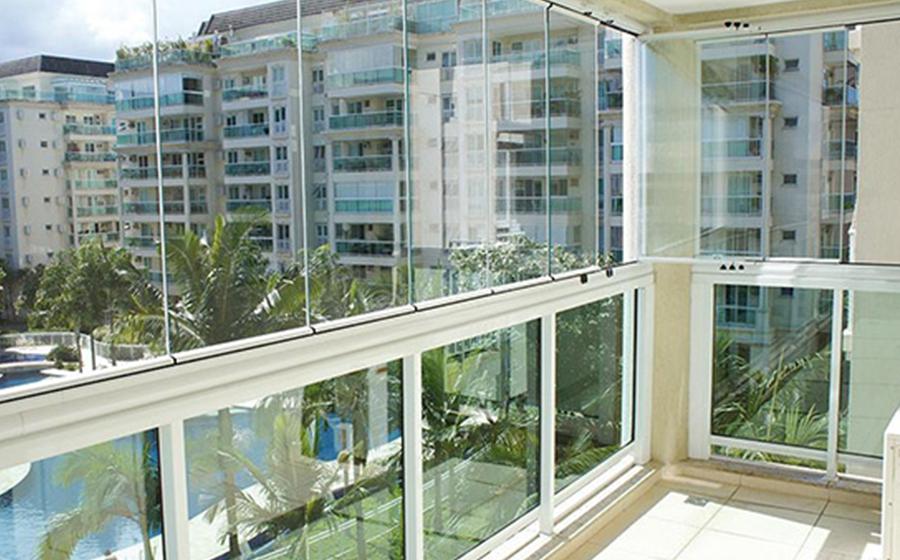 Procedimentos legais para instalação de cortinas de vidro