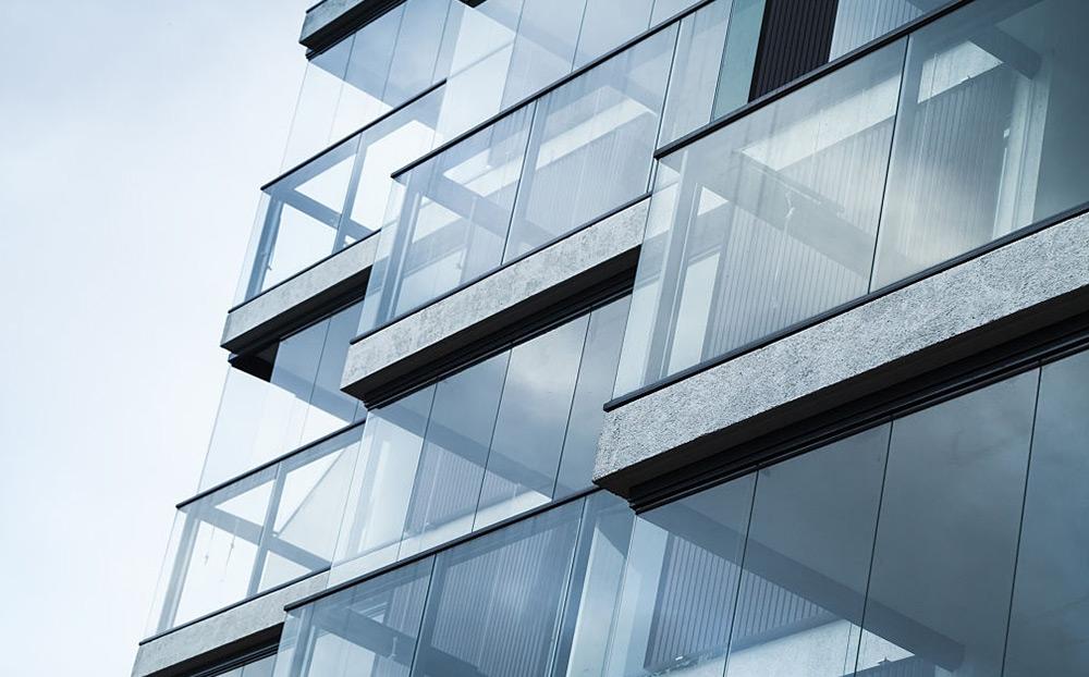 Cortinas de vidro deslizantes para varandas e terraços