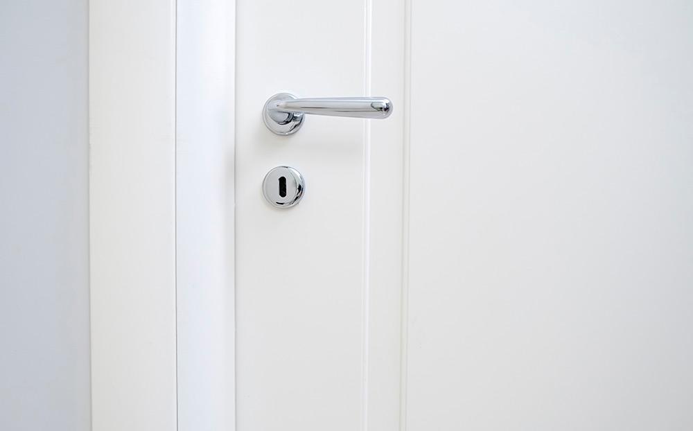 Portas interiores em PVC e alumínio
